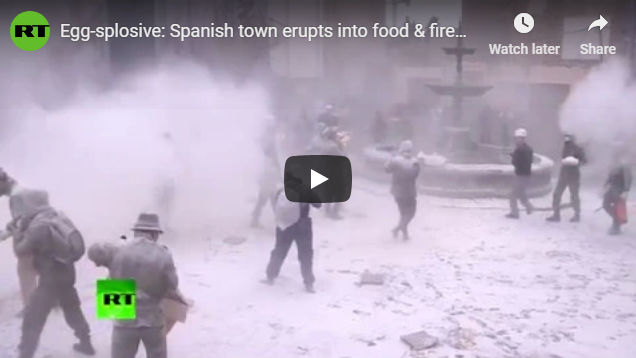 Egg-splosive: Spanish town erupts into food & firework fight