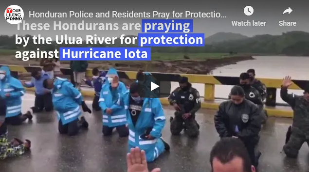 Honduran Police and Residents Pray for Protection from Hurricane Iota